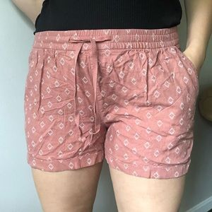 Old Navy Coral Patterned Shorts Size L